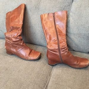 Kenneth Cole previously loved boots size 8